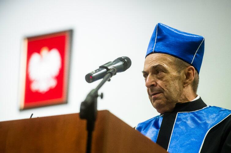 Prof. Lech Garlicki podczas uroczystości w auli Biblioteki Głównej UG