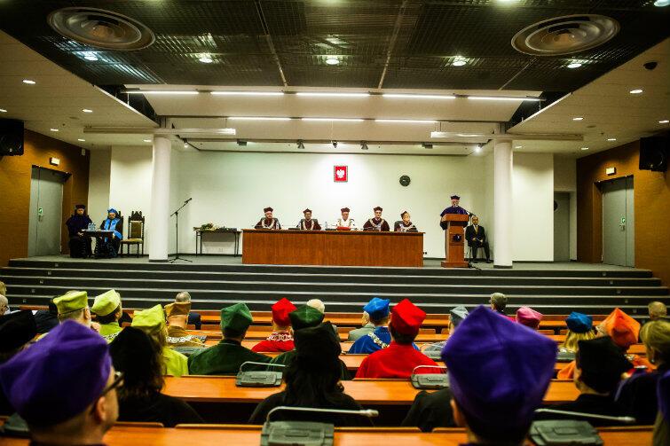 Uroczystość w auli Biblioteki Głównej UG
