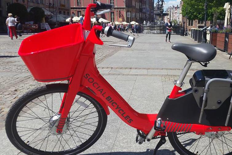 Jednym z uczestników dialogu technicznego w sprawie Systemu Roweru Metropolitalnego była firma BikeU, która przywiozła ze sobą taki oto czerwony rower