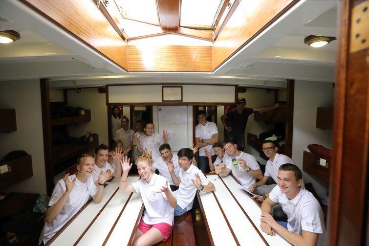 Mesa: wspólna przestrzeń pod pokładem dla 20 młodych ludzi