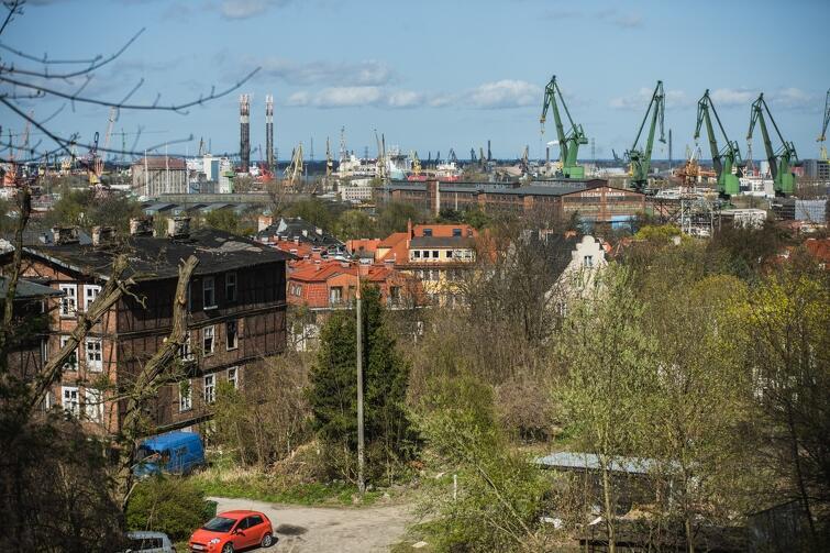 Nz. W kwietniu 2017 roku w dzielnicy Aniołki powstał kolejny widok. Z ulicy Wroniej można podziwiać panoramę terenów postoczniowych