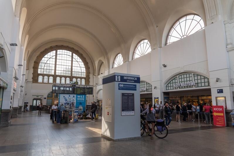 Obecnie wnętrze hali dworca Gdańsk Główny wygląda tak...
