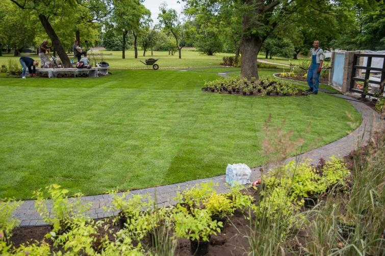 Jeszcze w piątek prowadzone były tu ostatnie prace przed uroczystym otwarciem ogrodu