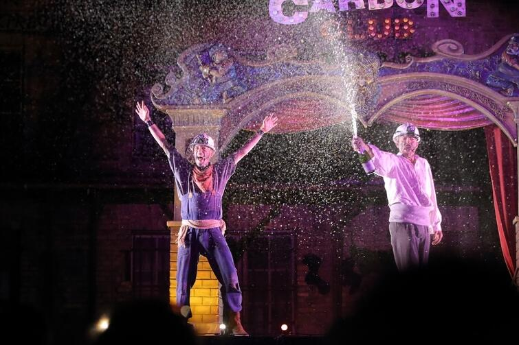 Widowiskowy spektakl Carbón Club teatru Markeliñe z Kraju Basków okazał się strzałem w dziesiątkę. Mocne otwarcie festiwalu!