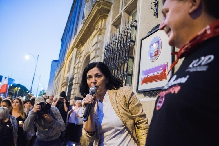 Bożena Grzywaczewska: - Przecz z Kaczorem dyktatorem!