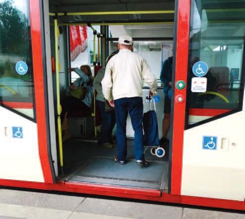 Coraz trudniej wyobrazić sobie, że kiedyś do tramwaju wchodziło się po stopniach