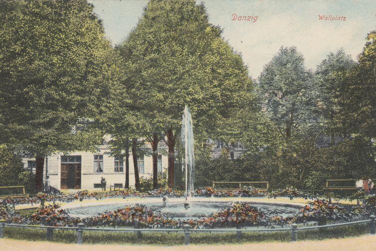 Pod koniec XIX wieku w tej okolicy znajdowała się fontanna parkowa, zasilana wodami kanału Raduni. Dziś została po niej tylko kamienna podstawa