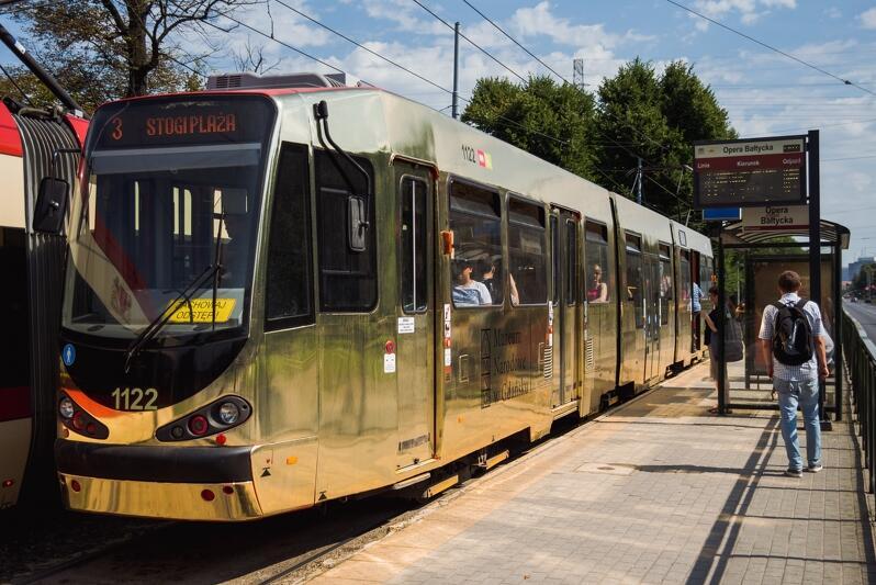 Złoty tramwaj pod Operą Bałtycką