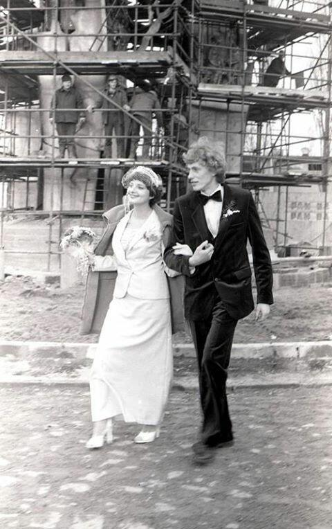 A po ślubie? Pod Pomnik Poległych Stoczniowców 1970 (tutaj jeszcze w budowie)