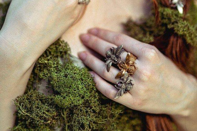 Podczas Przedproża nie zabraknie lokalnych twórców. Będzie można obejrzeć i kupić m.in. oryginalną artystyczną biżuterię sopockiej marki Artemis...