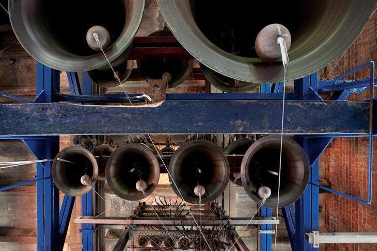 50-dzwonowy carillon znajduje się na wieży Kościoła św. Katarzyny w Gdańsku