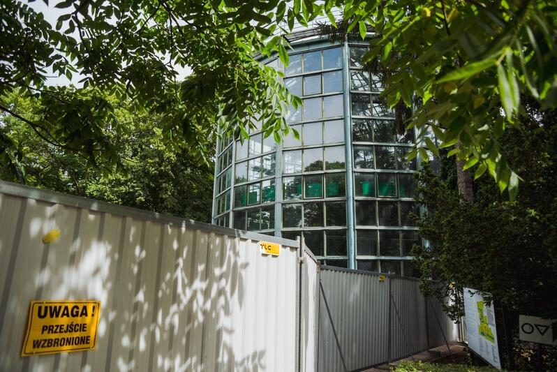 Szklana rotunda ogrodzona, jeszcze w sierpniu rozpocznie się jej rozbiórka