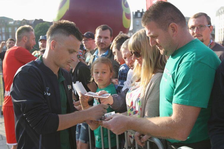 W meczu z Górnikiem ma zagrać Sławek Peszko, któremu odwieszono karę czterech meczów na ławce za brutalny faul na Odjidi-Ofoe