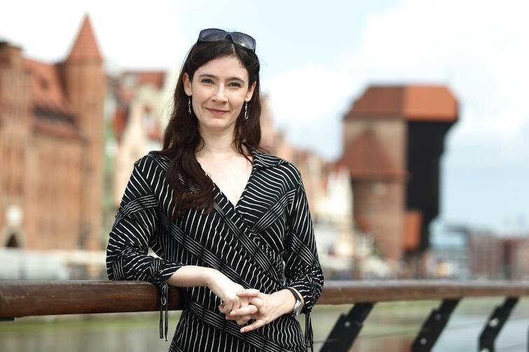 Laura Cappelle - dziennikarka pisząca o tańcu i teatrze tańca. Pracuje m.in. dla Financial Times, Pointe i Dance Magazine. Mieszka w Paryżu, wykłada na Sorbonie