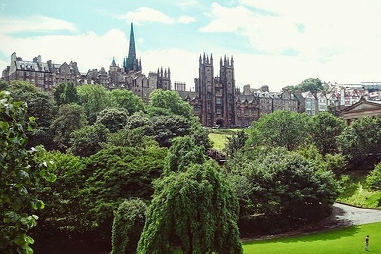New College (University of Edinburgh) oraz Princes Street Gardens