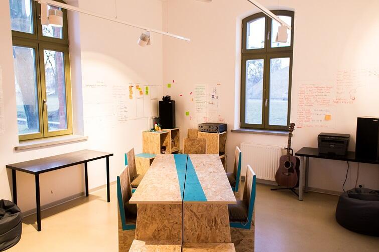Tak wygląda przestrzeń coworkingu, czyli wspólnej pracy w Clipsterze