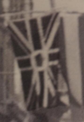 Z jakiego powodu wśród tylu flag i sztandarów znalazła się ta jedna flaga brytyjska?