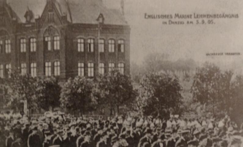 Kondukt pogrzebowy marynarza Glovera zgromadził tłumy gdańszczan