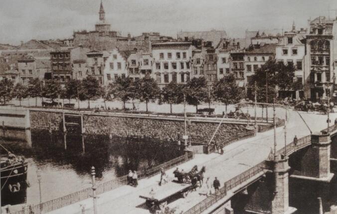 Most Matników, widoczny tor tramwajowy skręcający w ulicę Szopy; ok. 1902