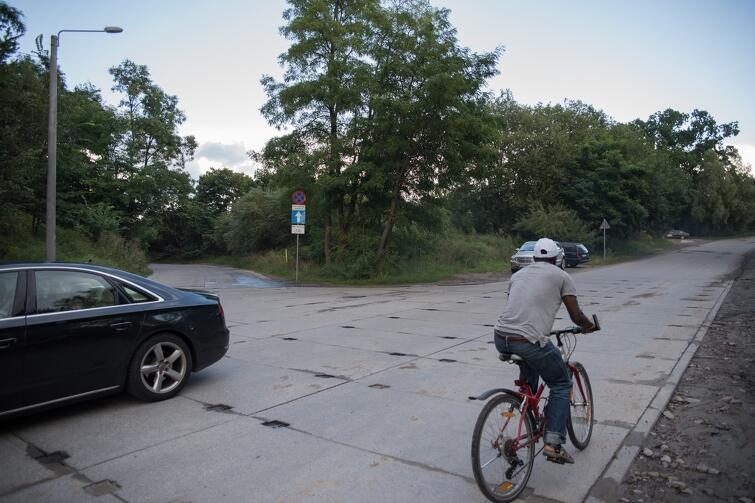 Przez ul. Cygańska Góra samochody przejeżdżają z dużą prędkością. To zagrożenie dla korzystających z tej ulicy rowerzystów i pieszych