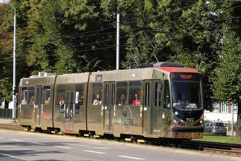 """Złoty tramwaj to najbardziej widowiskowy element kampanii promującej """"Sąd ostateczny"""""""
