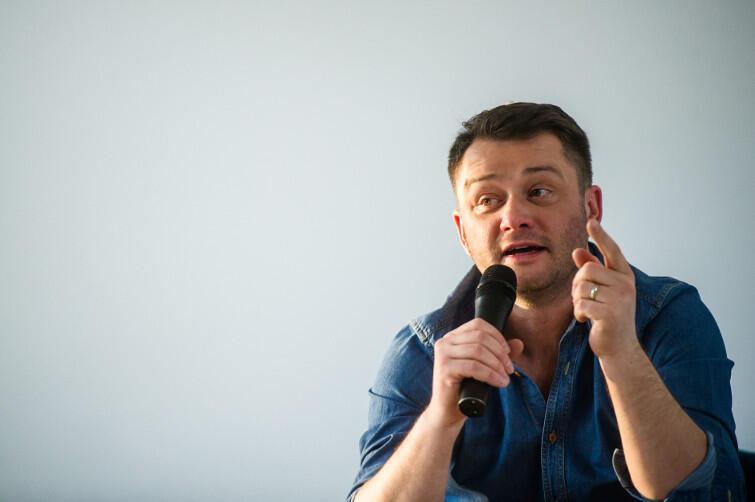 Jarosław Kuźniar, były dziennikarz TVN24, poprowadzi pierwszą debatę 11 września, o godz. 18 w ECS. Jej tytuł 'Dokąd zmierzamy?'