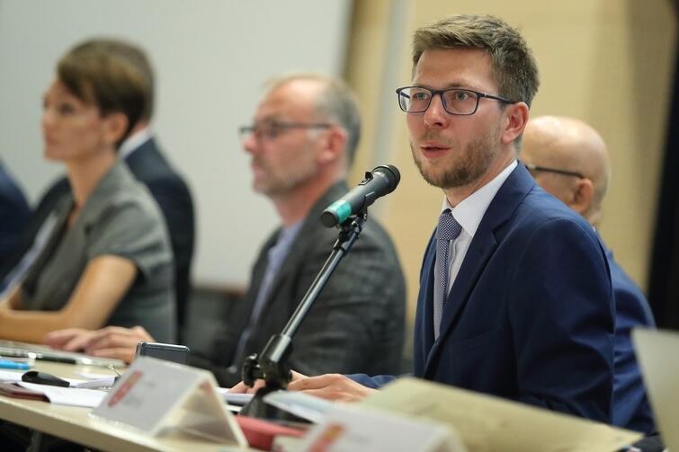 Michał Glaser, dyrektor biura Obszaru Metropolitalnego Gdańsk-Gdynia-Sopot, przyznaje, że w przyszłym roku wprowadzone będa pierwsze pilotażowe rozwiązania planowanego systemu biletowego
