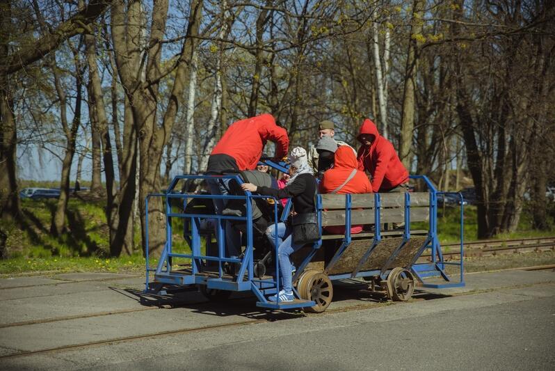 Przejażdżka ręcznie napędzaną drezyną będzie jedną z atrakcji spotkań z historią na Westerplatte
