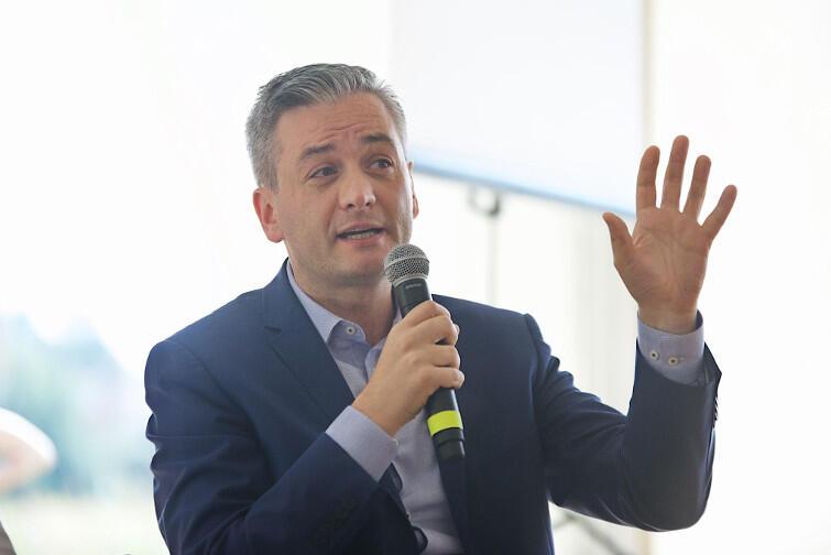 Robert Biedroń w czasie debaty w namiocie KOD w Gdańsku