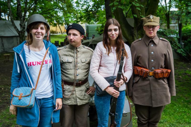 Młodzi ludzie są ciekawy Westerplatte i jego historii