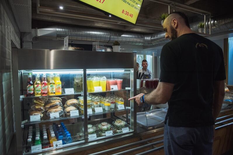 Bar Centrala w Urzędzie Miejskim w Gdańsku to jeden z pomysłów Fundacji Innowacji Społecznych, niedawno jadł tu śniadanie sam Marcin Gortat!