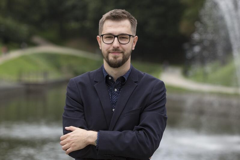 Michał Pielechowski pracuje w Urzędzie Miejskim w Gdańsku, wywodzi się z sektora pozarządowego