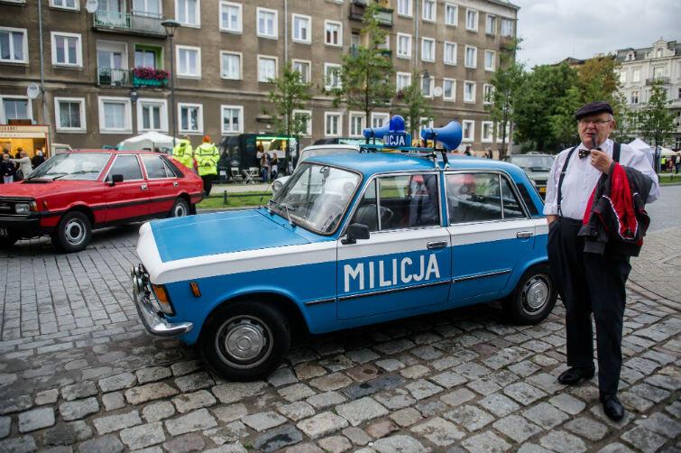 ... oraz Fiat 125p (tutaj w barwach milicji) i polonez (w tle)