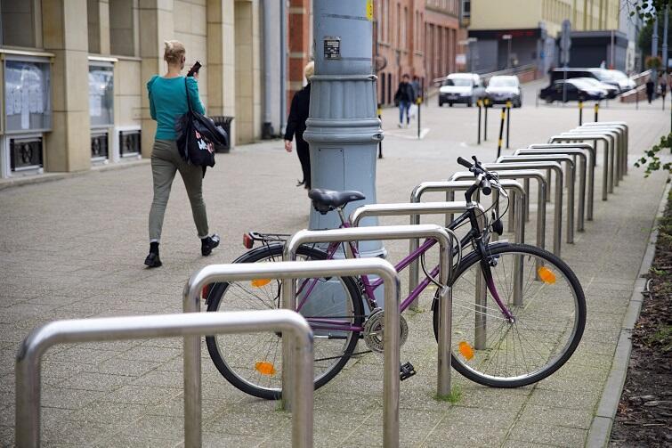 Gotowy już parking przy ul. Nowe Ogrody przy magistracie również będzie włączony do systemu roweru publicznego