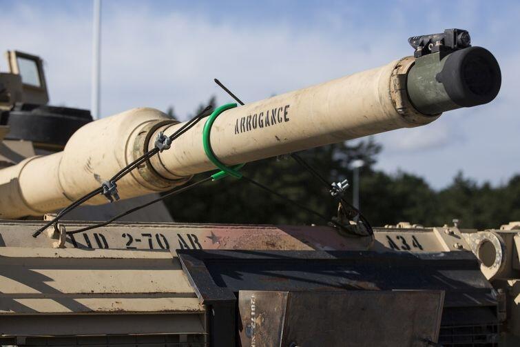 Arogancja - amerykański czołg w terminalu kontenerowym w Gdańsku