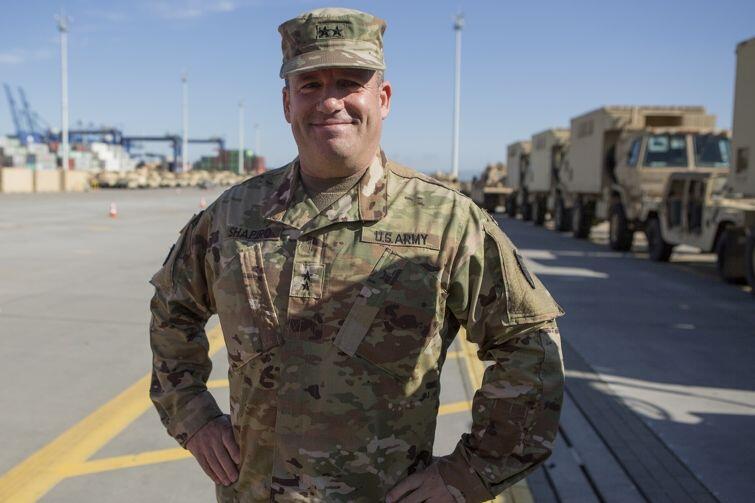 Generał Steven Shapiro, dowódca całej operacji, w gdańskim porcie