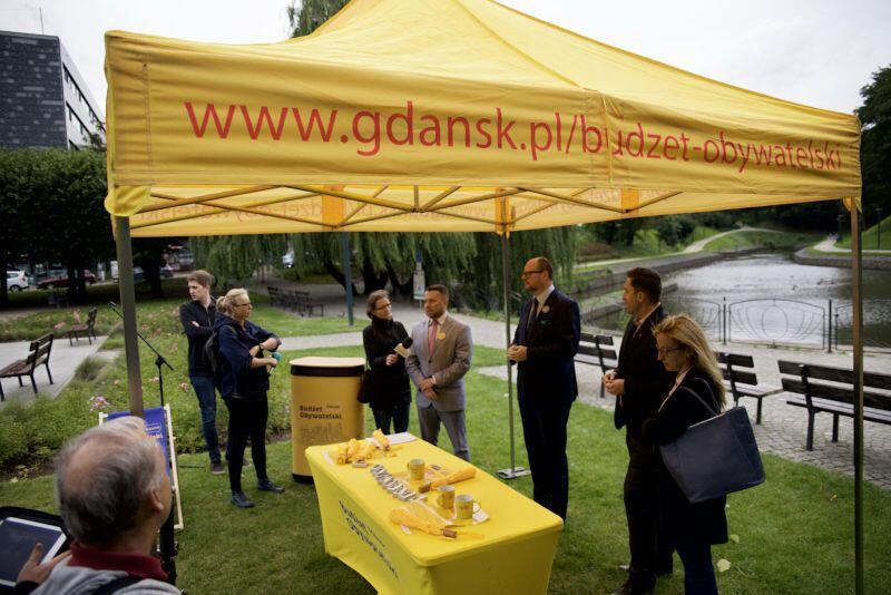Od poniedziałku, 18 września, w różnych dzielnicach Gdańska będą pojawiać się charakterystyczne żółte namioty Budżetu Obywatelskiego. Warto do nich zajrzeć!