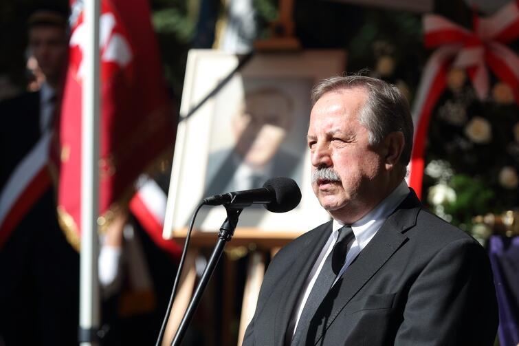 O sportowym rysie zmarłego mówił Krzysztof Bielak, prezes Pomorskiego Okręgowego Związku Koszykówki