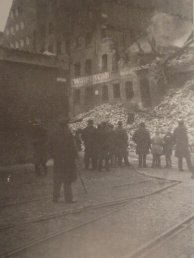 Spalone spichrze, widok od ulicy (nomen omen) Pożarniczej