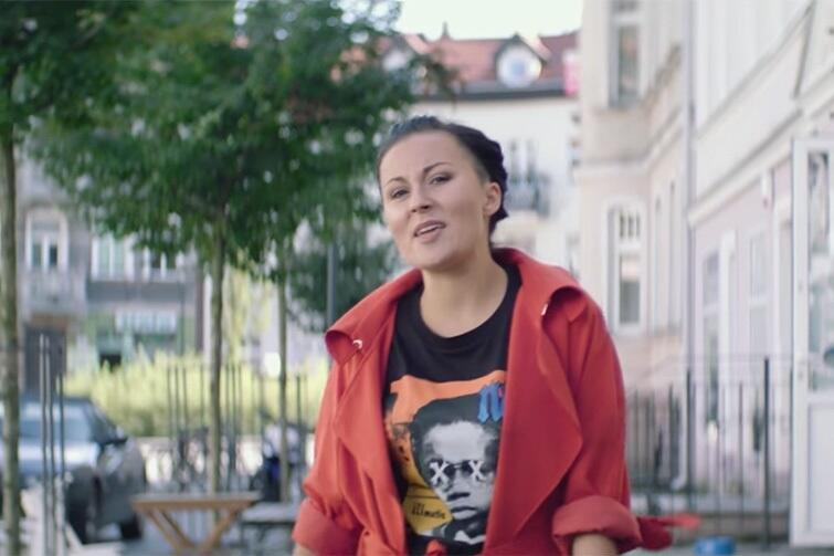 Paulina Przybysz w teledysku na ulicach Wrzeszcza