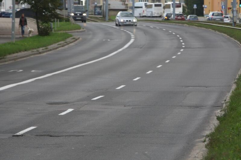 Aby zapewnić bezpieczeństwo i właściwą organizację ruchu drogowego, planowany jest też montaż sygnalizacji świetlnej i podłączenie jej do systemu TRISTAR