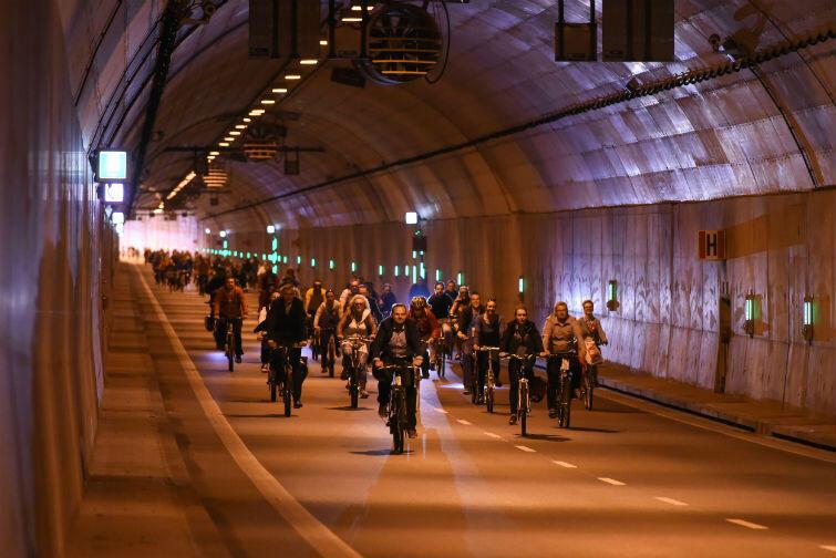 Prelegenci odbyli rowerową wycieczkę po Gdańsku, przejechali między innymi tunelem pod Martwą Wisłą
