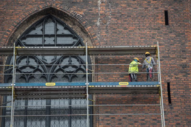 Remont kapitalny dachu i elewacji Bazyliki Mariackiej rozpoczął się w marcu 2017 roku