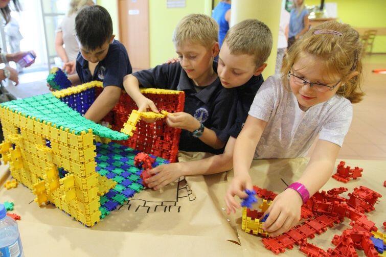 Kreatywna Pedagogika w działaniu: dzieci bawią się i uczą jednocześnie