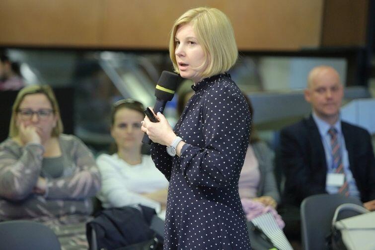 Agnieszka Tomasik, szefowa Kreatywnej Pedagogiki, w czasie wystąpienia w ECS