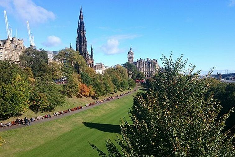Princes Street Gardens i Scott Monument
