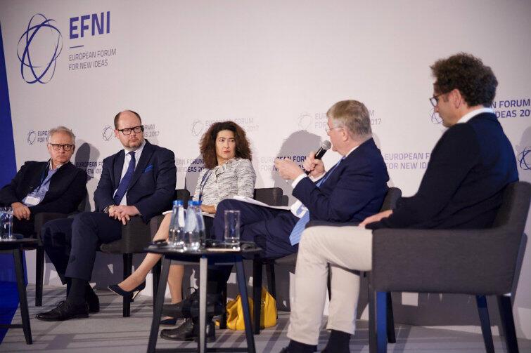 Od lewej: prof. Jan Zielonka, prezydent Paweł Adamowicz, Barcin Yinanc, Markku Mikkula, Edward Strasser