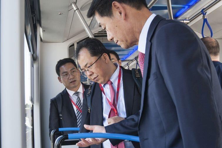 Gości z Chin interesowało wszystko, w tym nowe polskie tramwaje