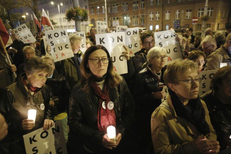 Przed gdańskim sądem stawiło się około 400 osób