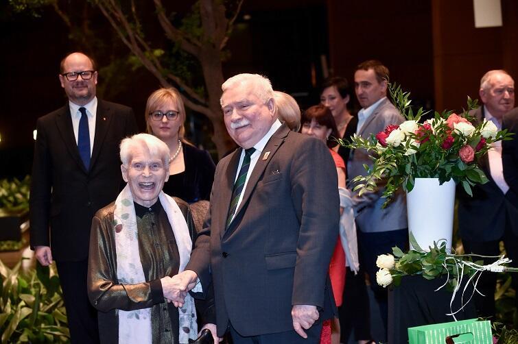 Prof. Joanna Pensonowa, wieloletnia lekarka Lecha Wałęsy, a w tle prezydent Gdańska Paweł Adamowicz